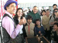 Jersey Jim does street magic at LACMA